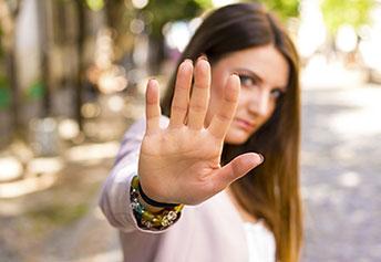 5 astuces pour calmer l'agressivité en utilisant la gestuelle